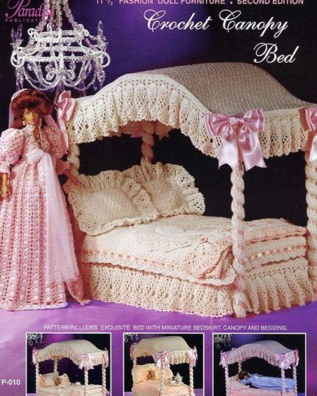Вязаная кровать с балдахином. Крючком для куклы